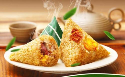 老外第一次吃中国粽子,7秒吃一个,连吃4个,服务员都吓着了
