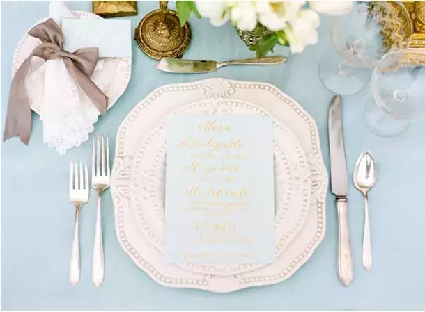婚礼餐桌得这样布置~
