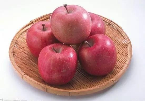 美味新境界,家常微波炉,就可以把常见的苹果和胸脯肉完美结合