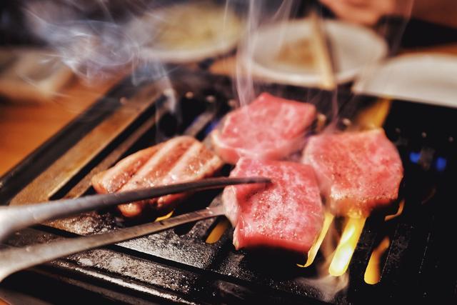 口感比肩和牛,价格却只要十分之一,这块小牛肉我先吃为敬