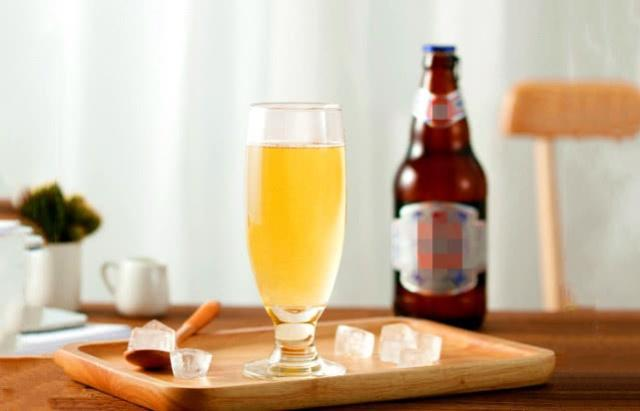 瓶装啤酒和易拉罐装啤酒,哪个更好喝,买啤酒应该注意些什么?