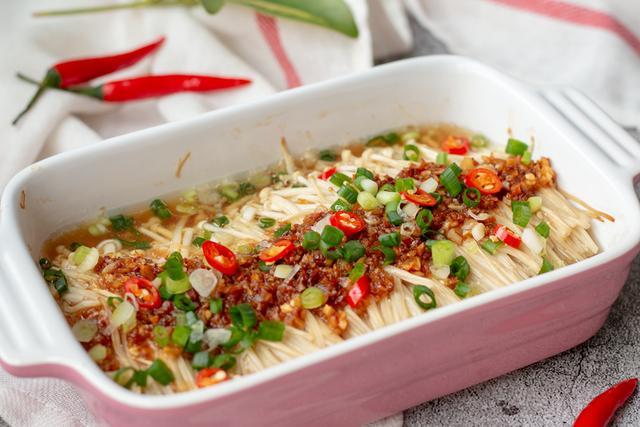 蒜蓉蒸金针菇,营养健康的素食,简单又美味,麻麻给我来一碗米饭